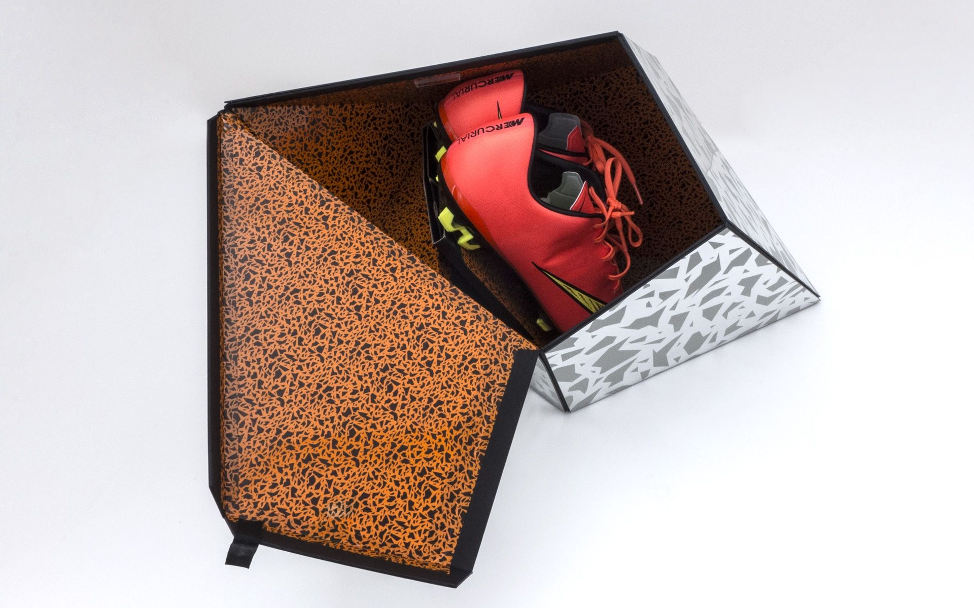 Hypervenom II Premium packaging